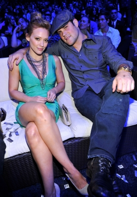 Hilary Duff and husband Mike Comrie attend the 2010 Teen Choice Awards at Gibson Amphitheatre on August 8, 2010 in Los Angeles