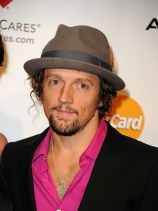Jason Mraz arrives at the 2011 MusiCares Person of the Year Tribute to Barbra Streisand held at the Los Angeles Convention Center on February 11, 2011