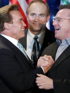 Tom Arnold congratulates Schwarzenegger on his win for second term