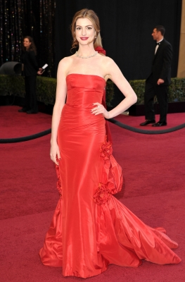 Anne Hathaway arrives at the 83rd Annual Academy Awards held at the Kodak Theatre in Hollywood on February 27, 2011 