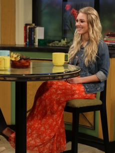 "AnnaSophia Robb talks with Kit Hoover and guest host Lisa Rinna about her role in ""Soul Surfer"" on Access Hollywood Live on March 30, 2011"