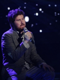 "Casey Abrams performs on FOX's ""American Idol"" on March 30, 2011"