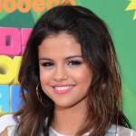 Selena Gomez arrives to the 2011 Nickelodeon Kids' Choice Awards in Los Angeles
