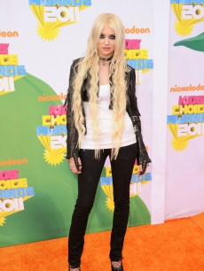 Taylor Momsen arrives at Nickelodeon's 24th Annual Kids' Choice Awards at Galen Center in Los Angeles on April 2, 2011