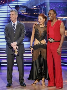 "Tom Bergeron stands along Anna Trebunskaya and Sugar Ray Leonard as they receive their judges' comments during Week 3 of ""Dancing with the Stars,"" April 4, 2011"