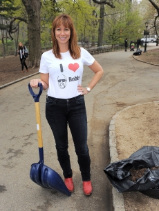 Jill Zarin pitches in for the environment at NBC Universal's Central Park Beautification project in New York City on April 20, 2011