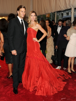 "Tom Brady and Gisele Bundchen look stunning at the ""Alexander McQueen: Savage Beauty"" Costume Institute Gala at The Metropolitan Museum of Art in New York City on May 2, 2011"