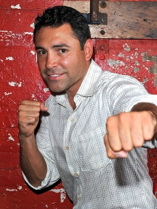 Oscar De La Hoya attends a clinic for teenage boxers at Gleason's Gym on September 28, 2010 in the Brooklyn borough of New York City