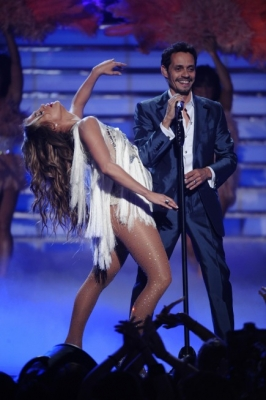 "Jennifer Lopez joins husband Marc Anthony on stage during the ""American Idol"" Grand Finale at the Nokia Theatre, Los Angeles, May 25, 2011"