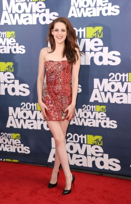 Kristen Stewart arrives at the 2011 MTV Movie Awards at Universal Studios' Gibson Amphitheatre on June 5, 2011