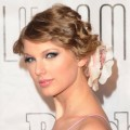 Taylor Swift attends the 41st annual Songwriters Hall of Fame at The New York Marriott Marquis on June 17, 2010 in New York City