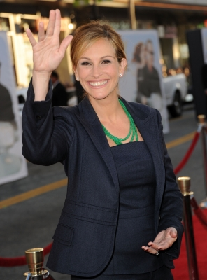 Julia Roberts steps out at the premiere &#8220;Larry Crowne&#8221; at Grauman&#8217;s Chinese Theatre in Hollywood, Calif. on June 27, 2011 