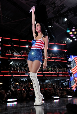 Katy Perry performs onstage during &#8220;VH1 Divas Salute the Troops&#8221; presented by the USO at the MCAS Miramar on December 3, 2010 in Miramar, Calif.