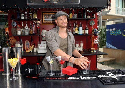 """The Twilight Saga: Breaking Dawn"" star Kellan Lutz hops behind the bar at the Wired Cafe at the Omni Hotel during Comic-Con in San Diego on July 21, 2011"
