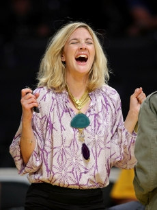 Drew Barrymore at the NBA Playoffs between the LA Lakers and Denver Nuggest on May 19, 2009