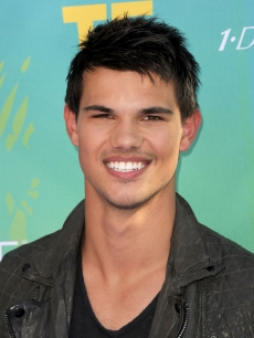 Taylor Lautner is all smiles at the 2011 Teen Choice Awards held at the Gibson Amphitheatre in Universal City, Calif. on August 7, 2011