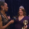 2011 Emmy Awards Backstage: Melissa McCarthy&#8217;s Big Win