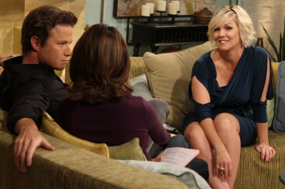 Jennie Garth chats with Billy Bush and Kit Hoover on Access Hollywood Live on October 27, 2011