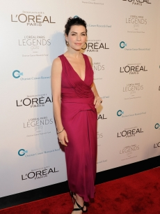 Julianna Marguiles attends the L&#8217;Oreal Legends Gala to Benefit Ovarian Cancer Research Fund at American Museum of Natural History, NYC, on November 2, 2011