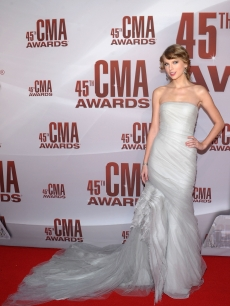 Taylor Swift attends the 45th annual CMA Awards at the Bridgestone Arena, Nashville, on November 9, 2011
