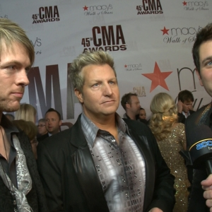 2011 CMA Awards Red Carpet: Rascal Flatts Talk Performing With Natasha Bedingfield & Lionel Richie