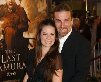 Holly Marie Combs and David Donoho pose at 'The Last Samurai' premiere in Los Angeles on December 1, 2003
