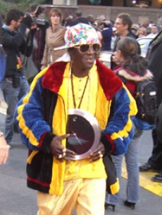 Flavor Flav turns up as colorful as ever