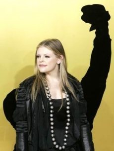 Natalie Maines, of the Dixie Chicks, poses for the Hollywood press