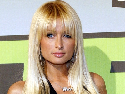 Paris Hilton arrives on the VH1 Big in 06 carpet