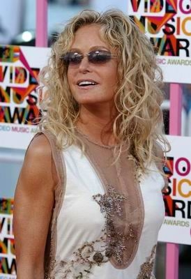 Farah Fawcett hits the MTV VMA red carpet in 2004