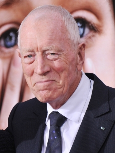Max Von Sydow attends the &#8216;Extremely Loud &amp; Incredibly Close&#8217; New York premiere at the Ziegfeld Theater on December 15, 2011