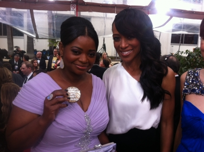 Access Hollywood's Shaun Robinson gives Octavia Spencer a Best Dressed compact award on the red carpet at the Golden Globes, January 15, 2012