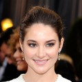Shailene Woodley poses at the 2012 Oscars