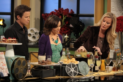 Sandra Lee shows Billy Bush and Kit Hoover how to make the perfect cocktail for an Oscar party on Access Hollywood Live on February 24, 2012