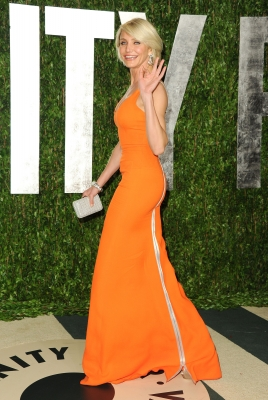 Cameron Diaz playfully waves as she walks into the 2012 Vanity Fair Oscar Party in West Hollywood, Calif., on February 26, 2012