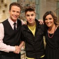 Justin Bieber hangs with Billy Bush and Kit Hoover on the set of Access Hollywood Live on March 27, 2012