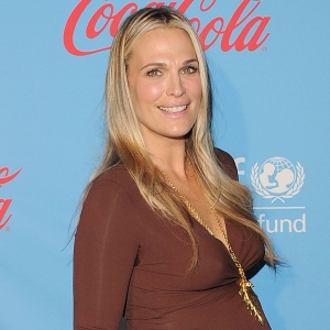 Molly Sims Gives A Pregnancy Update (March 15, 2012)