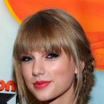 Taylor Swift glows at the 2012 Kids' Choice Awards