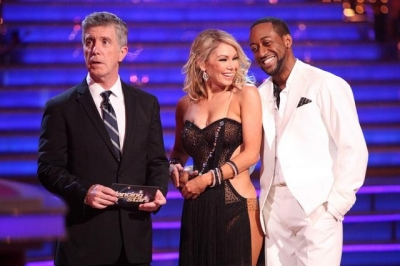 Tom Bergeron waits with Kym Johnson and Jaleel White as they receive their Week 3 'Dancing with the Stars' scores, April 2, 2012