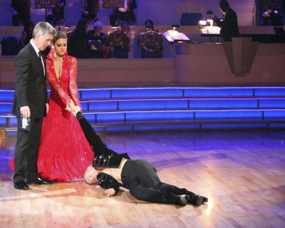 Maria Menounos and Derek Hough finish their paso doble on 'Dancing,' April 30, 2012
