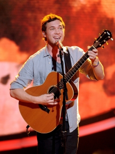 Phillip Phillips performs on &#8216;American Idol,&#8217; May 16, 2012