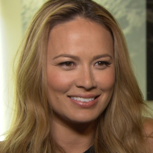Moon Bloodgood Steams Up The Small Screen On Falling Skies Season 2