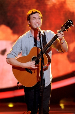 Phillip Phillips performs on 'American Idol,' May 16, 2012