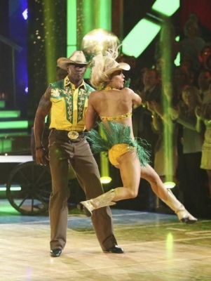 Donald Driver and Peta Murgatroyd perform their freestyle on the &#8216;Dancing with the Stars&#8217; finals, May 21, 2012