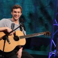 &#8216;American Idol&#8217; winner Phillip Phillips performs on Access Hollywood, May 24, 2012