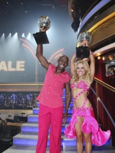 Donald Driver and Peta Murgatroyd celebrate winning the Season 14 &#8216;Dancing with the Stars&#8217; mirrorball, May 22, 2012