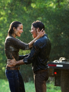 Jordana Brewster and Josh Henderson in 'Dallas'