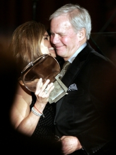 Maria Shriver presents Tom Brokaw with a Hall of Fame award