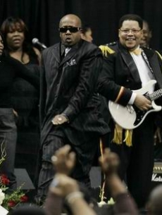 MC Hammer dances with James Brown's daughter Venisha