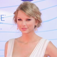 Taylor Swift arrives at the 2012 Teen Choice Awards at Gibson Amphitheatre in Universal City, Calif. on July 22, 2012